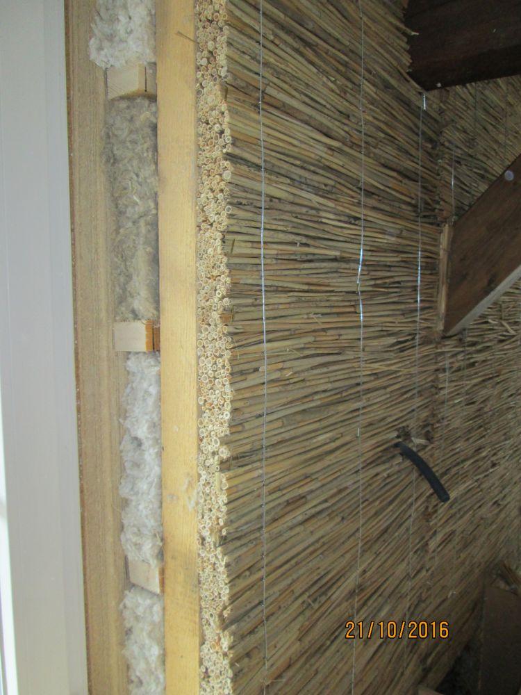 isolation laine de chanvre et panneau de roseaux