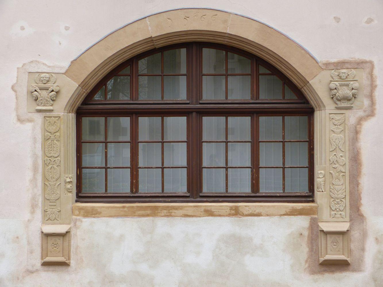 Rénovation d'un encadrement de fenêtre en grès jaune